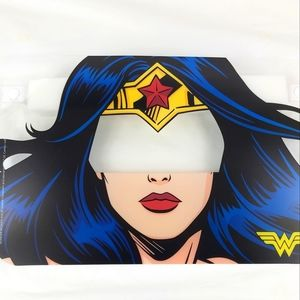 Wonder woman face schield